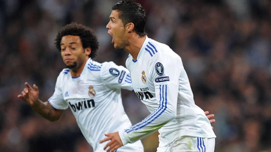 Cristiano Ronaldo e o lateral brasileiro Marcelo comemoram gol em pártida contra o Milan válida pela Liga dos Campeões da UEFA, em 2010