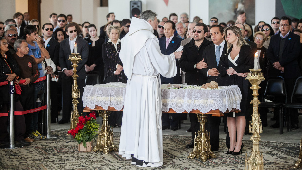 Padre Marcelo Rossi celebra missa de corpo presente, no velório de Hebe Camargo, no Palácio dos Bandeirantes, sede do governo paulista