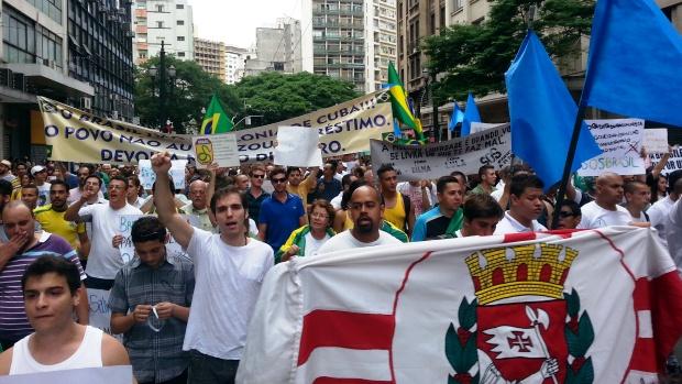Manifestantes conservadores protestam contra comunistas no centro de São Paulo
