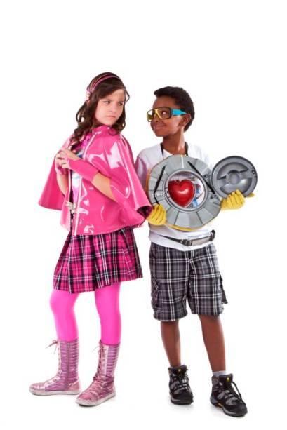 Jean Paulo Campos (Cirilo) e Larissa Manoela (Maria Joaquina), da série Patrulha Salvadora, do SBT