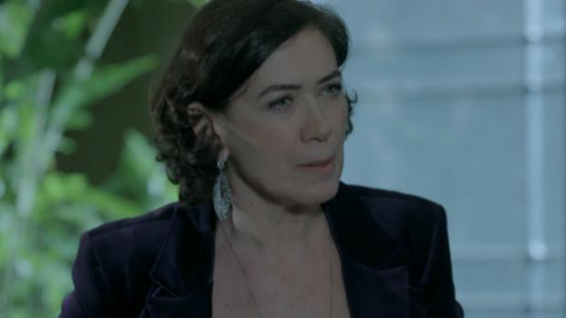 Maria Marta (Lilia Cabral) solta o veneno em Império: conspiradorazinha de segunda, diz a Danielle (Maria Ribeiro)