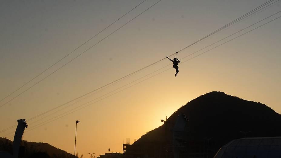 Público tem visão panorâmica do Rock in Rio no alto da tirolesa que cruza a cidade do rock