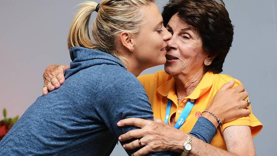 Maria Esther Bueno e a tenista russa Maria Sharapova, durante o Gillete Federer Tour, no ginásio do Ibirapuera, em São Paulo