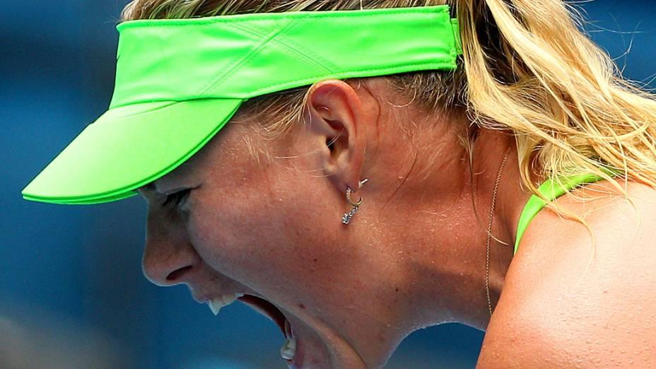 Maria Sharapova comemora vitória sobre a alemã Angelique Kerber, no Australian Open em 2012