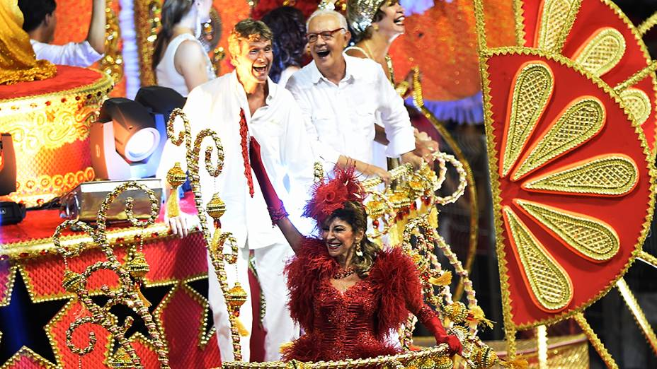 """Marília Pêra durante o desfile da Mocidade Alegre no segundo dia de desfile do Grupo Especial de São Paulo com o enredo: """"Nos Palcos da Vida… Uma Vida no Palco. Marília"""""""
