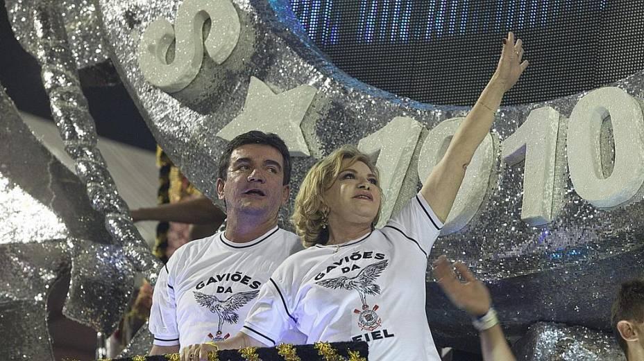O ex-presidente do Corinthians, Andrés Sanchez, e a mulher do ex-presidente Lula, Marisa, foram destaque da Gaviões da Fiel em desfile do Carnaval de SP