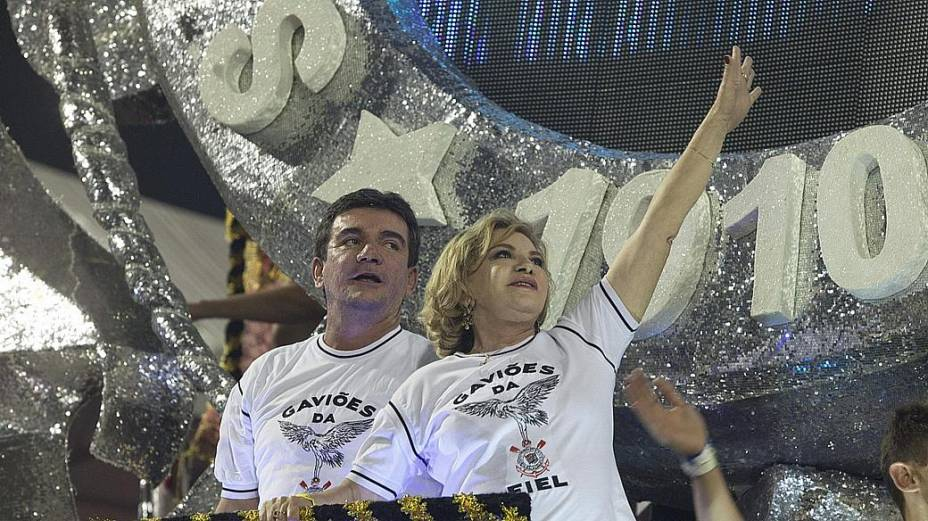 O ex-presidente do Corinthians, Andrés Sanchez, e a mulher do ex-presidente Lula, são destaque da Gaviões da Fiel