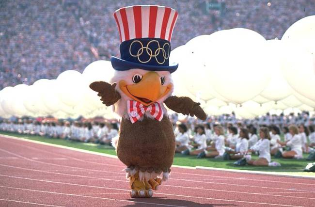 A águia Sam participa da cerimônia de abertura dos Jogos Olímpicos de Los Angeles, nos Estados Unidos, em 1984.