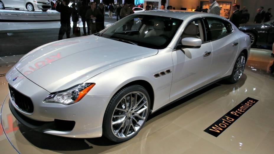 Maserati Quattroporte - De olho nos consumidores endinheirados norte-americanos, a marca de esportivos de luxo italiana mostra em Detroit a sexta e nova geração do sedã. Há duas opções de motorização: um V6 3.0 biturbo, de 410 cv e 56 kgfm de torque, a gasolina, ou um V8 3.8, também biturbo, capaz de gerar 530 cv e 72,4 kgfm. O câmbio é automático de oito marchas, com versões de tração traseira e integral nas quatro rodas