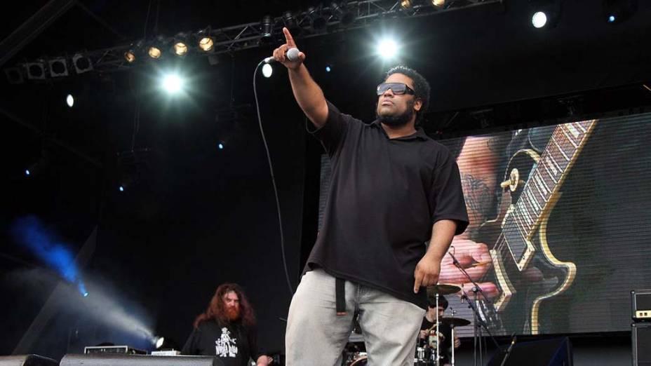BNegão durante o show no palco Sunset com a banda Matanza, no terceiro dia do Rock in Rio, em 25/09/2011