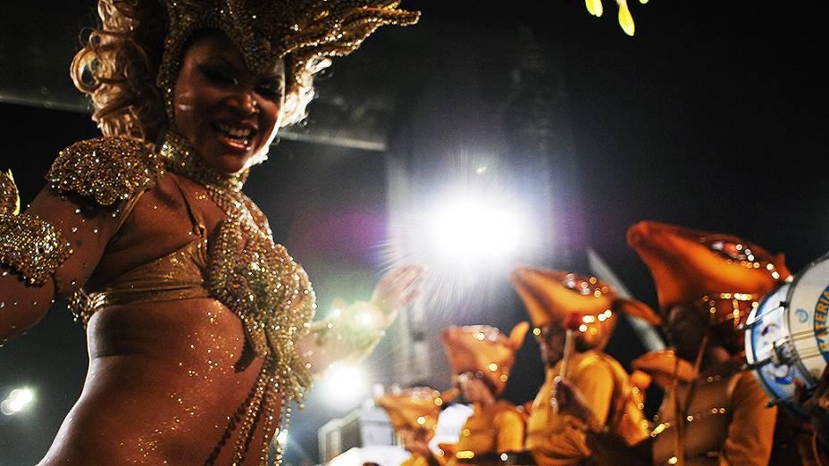 Acadêmicos do Tatuapé desfilou com o enredo Beth Carvalho, a madrinha do samba