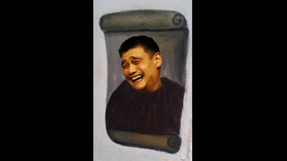 """Meme da obra """"restaurada"""" por idosa na Espanha ganha versão com o famoso meme do chinês, ex-jogador de basquete, Yao Ming"""