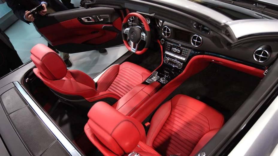 Mercedes-Benz SL - O esportivo ficou quase 130 quilos mais leve, e quase 30% mais econômico