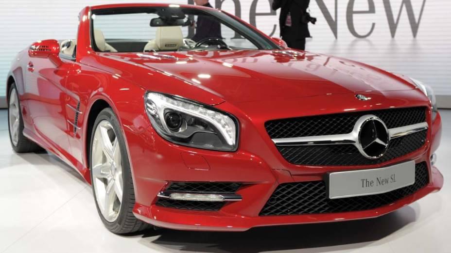Mercedes-Benz SL - Um novo estilo para o conversível de nome clássico, que chega à sexta geração mais moderno do que nunca. O motor V8, com injeção direta de gasolina, e o câmbio com sete marchas garantem potência de sobra: 434 cavalos