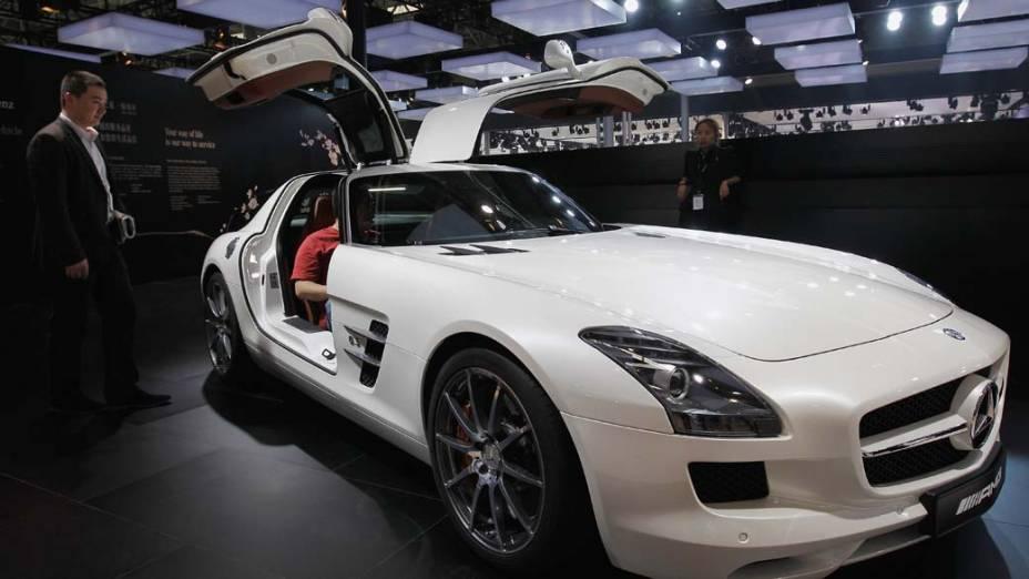Mercedes SLS AMG: motor V8 de 6.3 litros V8, 571 cavalos, faz de de 0 a 100 km/h em 3,8 segundos