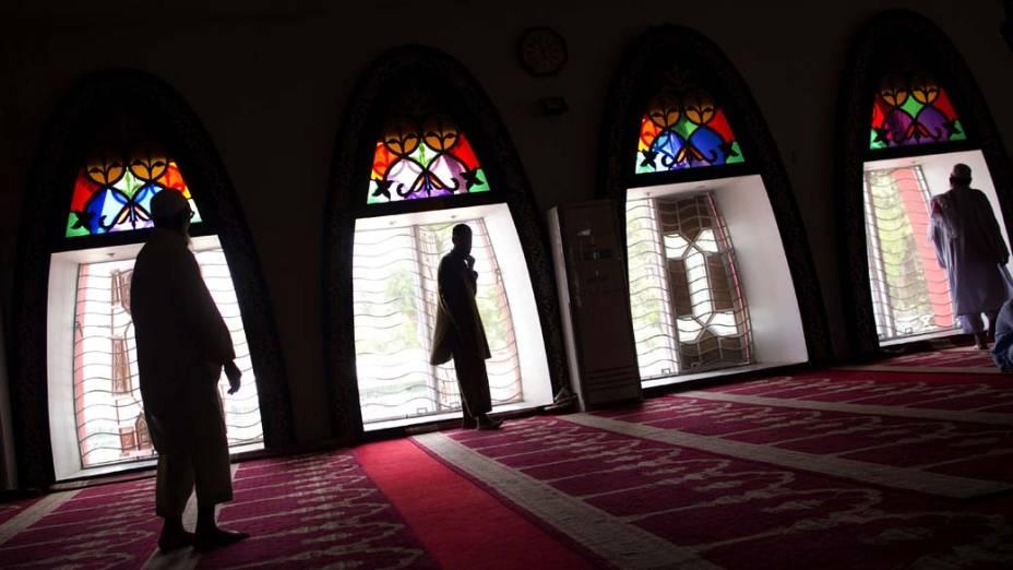 Paquistaneses após as orações de sexta-feira na Mesquita Vermelha, na capital Islamabad