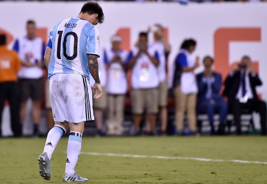 O argentino Lionel Messi lamenta o pênalti perdido na final da Copa América Centenário contra o Chile