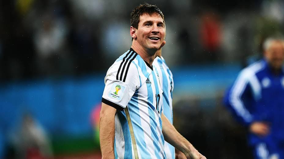 Messi comemora a vitória da Argentina nos pênaltis sobre a Holanda, no Itaquerão em São Paulo