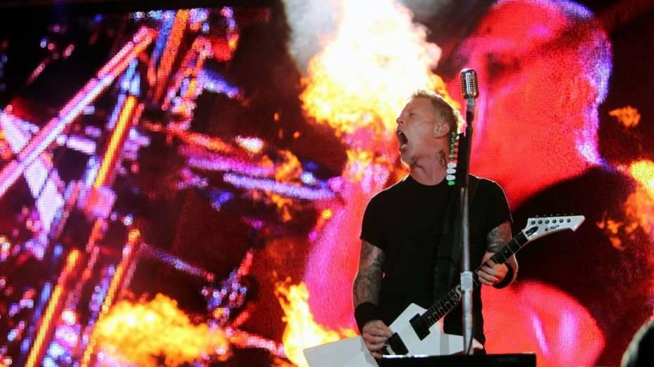 O vocalista James Hetfield durante o show do Metallica no palco Mundo, no terceiro dia do Rock in Rio, em 25/09/2011