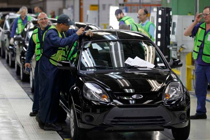 metalurgica-linha-montagem-automovel-ford-20120615-27-original.jpeg