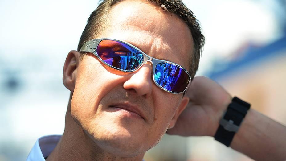 Michael Schumacher no box da Mercedes em Interlagos