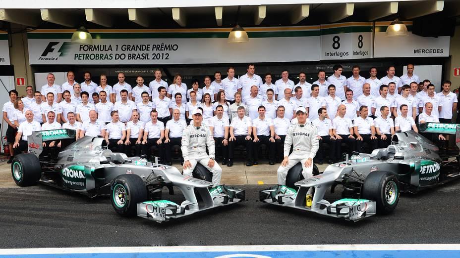 Equipe Mercedes se despede de Michael Schumacher em Interlagos em 2012