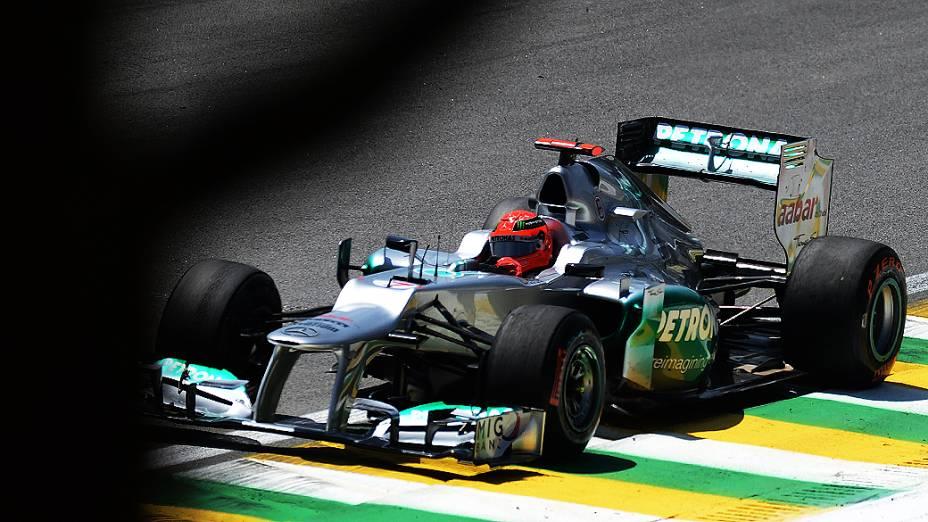 Michael Schumacher durante treino livre na sexta-feira em Interlagos
