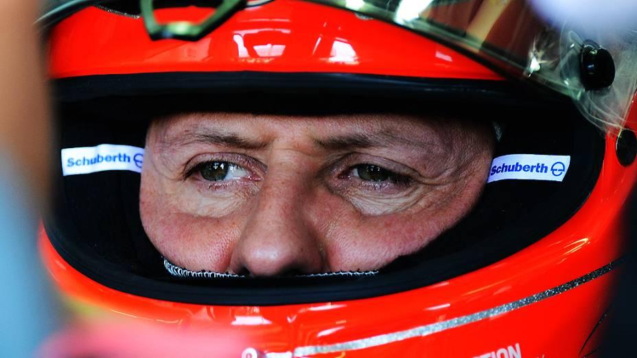 Michael Schumacher no box, durante treino livre para o GP do Brasil