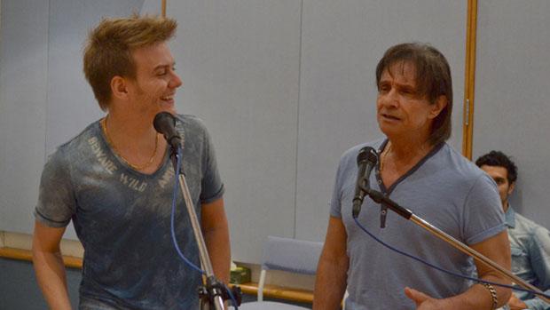 Michel Teló e Roberto Carlos ensaiam