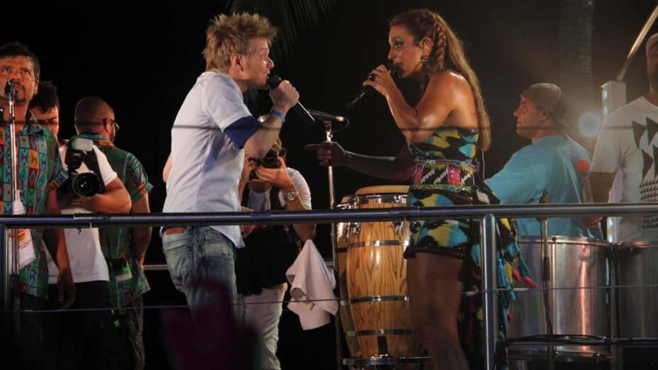 Michel Teló canta com Ivete Sangalo em trio elétrico em Salvador