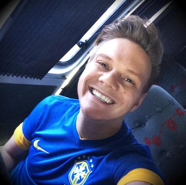 Cantor Michel Teló torce pelo Brasil