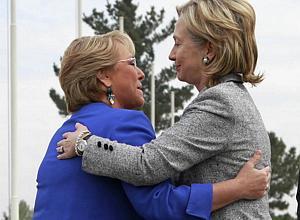Hillary Clinton se reúne com Bachelet no Chile