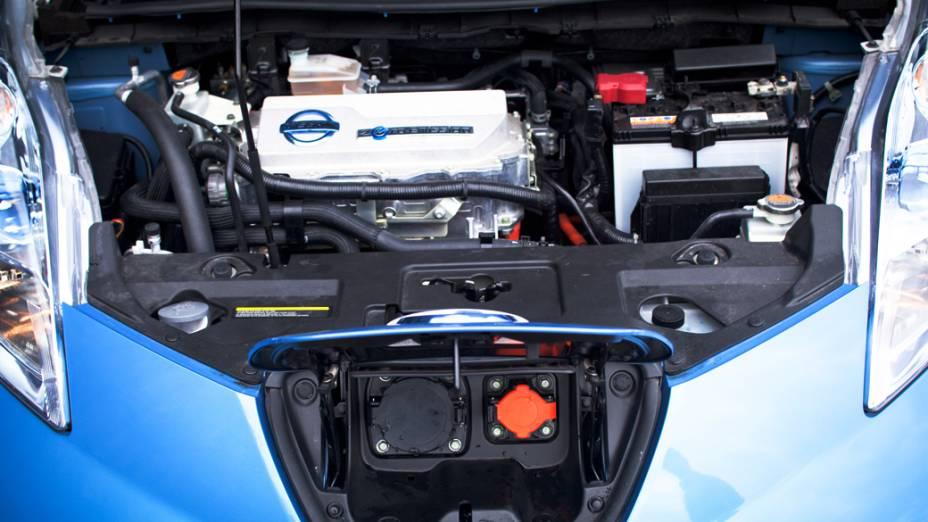 O motor do Nissan Leaf: aparentemente, um carro normal, mas não há ronco