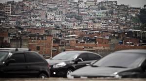 O Complexo da Maré ocupa uma área de 800 mil metros quadrados e reúne 130 mil moradores, sem saneamento básico