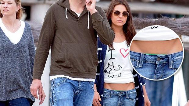 A atriz Mila Kunis, adepta da moda da calcinha