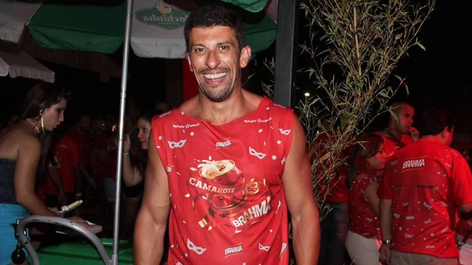 O ator Milhem Cortaz no camarote do Anhembi, em São Paulo