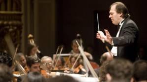 O maestro Roberto Miczuk à frente da OSB: processo de avaliação opôs regente e músicos