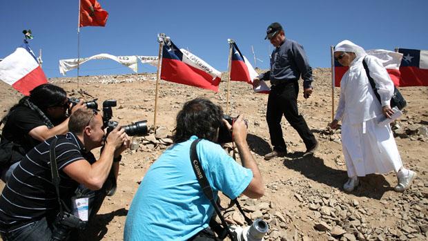 Fotógrafos do mundo todo acompanham os trabalhos na mina de Copiapó, no Chile