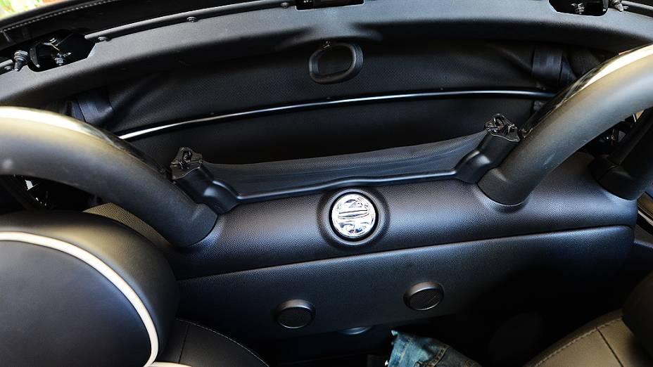 Protetor de vento e de ruído compromete visão do retrovisor interno