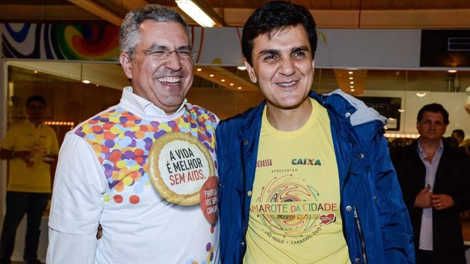 Alexandre Padilha, ministro da Saúde, e o deputado federal Gabriel Chalita (PMDB-SP) no carnaval de São Paulo. Padilha ressaltou o programa de prevencao a AIDS direcionado, principalmente, aos jovens e afirmou que serão distribuidas mais de 70 milhões de camisinhas durante o carnaval