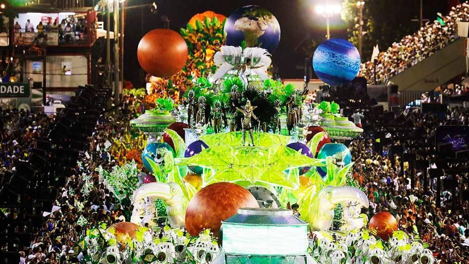 """Mocidade Independente de Padre Miguel durante o Carnaval do Rio do Janeiro 2014, com o enredo """"Pernambucópolis"""", no Sambódromo Marquês de Sapucaí"""