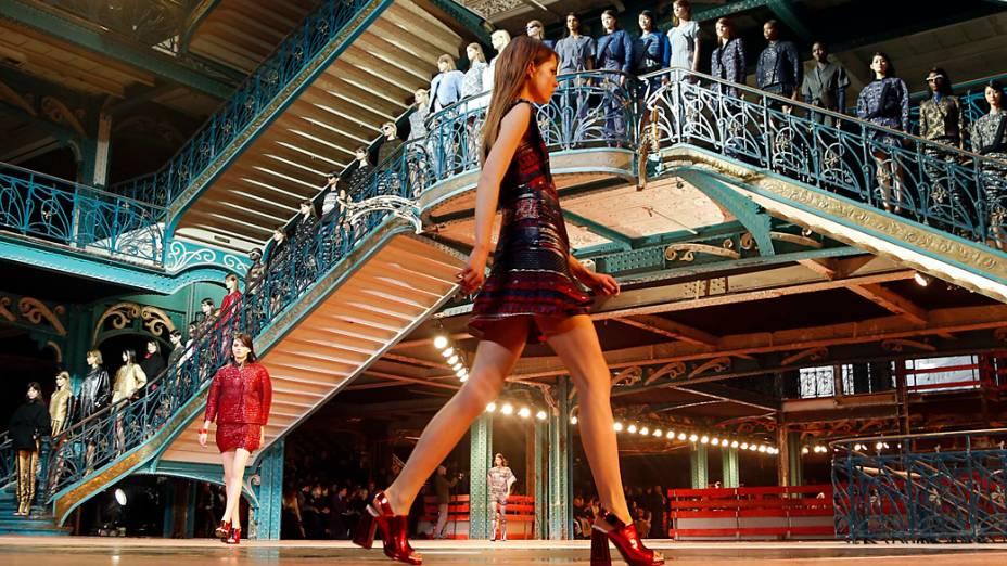 Modelos apresentam criações dos designers Humberto Leon e Carol Limpara coleção Outono-Inverno durante a Semana de Moda de Paris