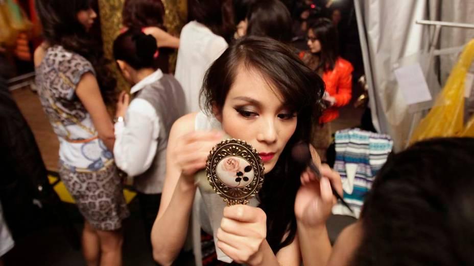 Modelo nos bastidores da China Fashion week em Pequim, na China