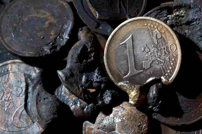 moeda-euro-derretida-crise-economia-20111108-21-original-1.jpeg