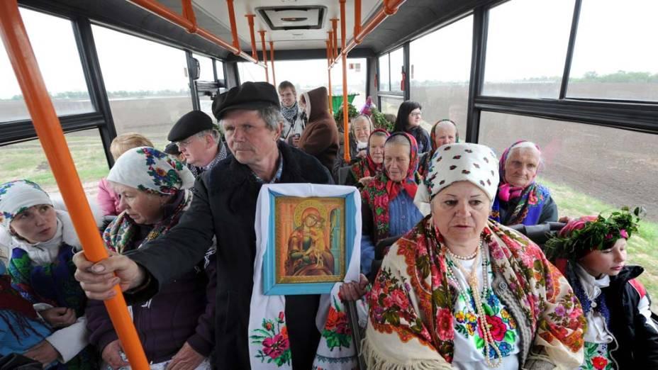 Na Bielo-rússia, moradores do vilarejo de Pogost viajam para participar do Festival da Colheita