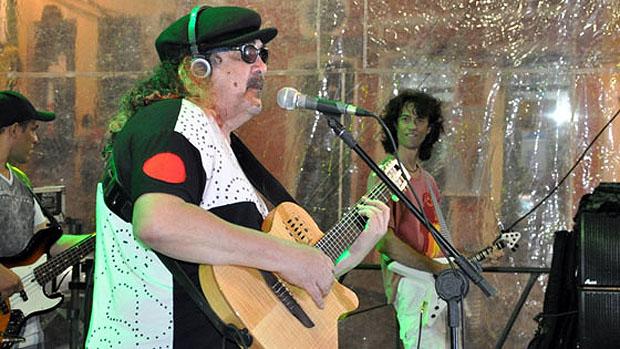 Show de Moraes Moreira abriu o circuito Batatinha, no Pelourinho, em Salvador, conhecido por ser mais tranquilo do que o circuito Barra-Ondina