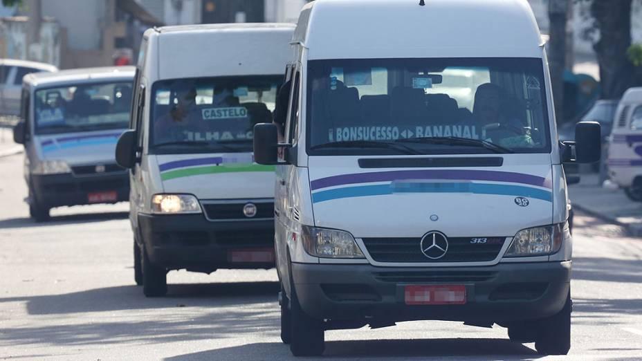 Vans dominam os transportes na Ilha do Governador