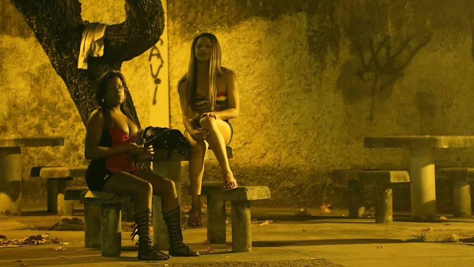Travestis no Parque Manoel Bandeira próximo ao Morro do Dendê