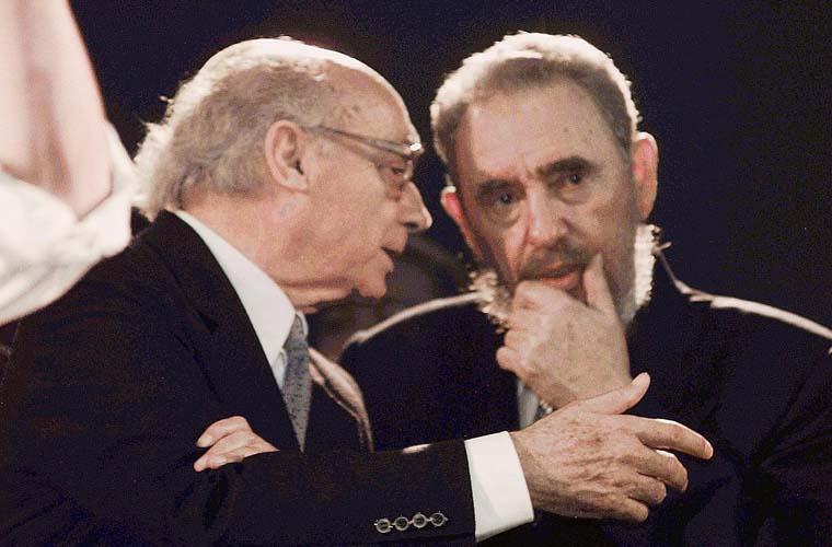 Em Portugal, José Saramago com Fidel Castro, 1998.