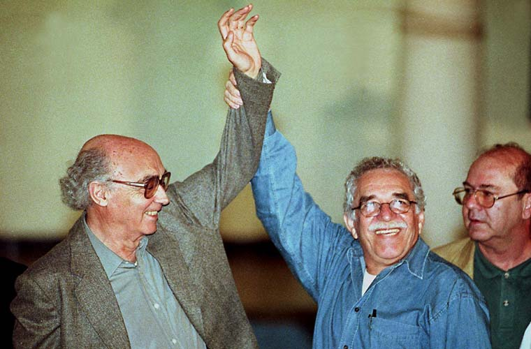 Em Cuba, José Saramago e Gabriel Garcia Marquez durante comemoração dos 40 Anos da Revolução Cubana, 1999